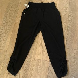 Babaton Black Capri pants!🌸